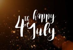Inskrift som är lycklig 4th Juli med USA flaggan Arkivbilder