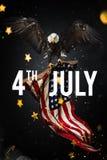 Inskrift som är lycklig 4th Juli med USA flaggan Royaltyfria Bilder