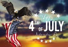 Inskrift som är lycklig 4th Juli med USA flaggan Arkivfoton