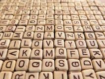 Inskriften ÄLSKAR JAG DIG i samlingen av kuber med bokstäver Arkivfoto