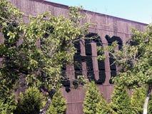 Inskriften på väggen från tomglas`-Abrau-Durso `, Fabriksproduktion av vin Abrau Durso Royaltyfri Foto
