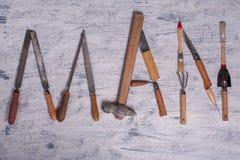 InskriftMANNEN är skriftlig vid arbetshjälpmedel Ordet MAN utgöras av hjälpmedel för ett arbete Royaltyfri Fotografi