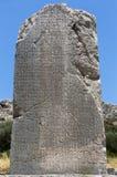 Inskriven pelare i Xanthos den forntida staden, Antalya royaltyfri fotografi