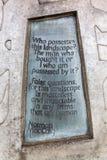 Inskrypcja ceduła przy Canongate ścianą Szkocki parlament Ja jest częścią sztuki strategia nowożytny budynek Obrazy Stock