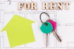 Inskrypcja dla czynszu, domowych klucze, pieniądze na elektrycznym rysunku, pojęcie wynajmowanie dom i mieszkanie, zdjęcia stock