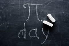 Inskrypcja PI dzień i kreda na blackboard zdjęcia royalty free
