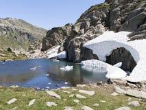 Insnöad sommar Pyreneesna Royaltyfri Fotografi