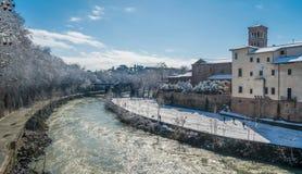 Insnöade Rome i Februari 2018, Tiberina ö i morgonen, Italien arkivfoto