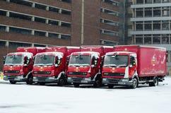 Insnöade Royal Mail lastbilar Arkivbilder