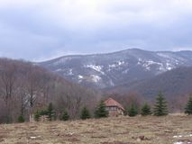 Insnöat berg Arkivbild