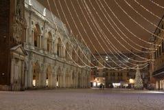 Insnöat den huvudsakliga fyrkanten av Vicenza City i Italien och den mest fa Royaltyfria Foton