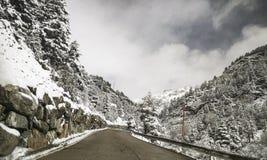Insnöat vägen, på Huesca Royaltyfri Fotografi