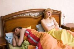 Insomnio. Problemas en cama Imagen de archivo libre de regalías