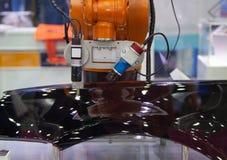 Inspeção da visão do braço do robô imagens de stock royalty free