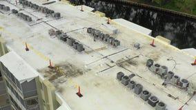Inspeção de terraços de drones aéreos 4 k vídeos de arquivo