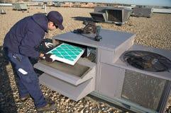 Inspecterende dak hoogste eenheid Royalty-vrije Stock Foto