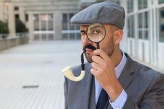Inspecteur met vergrootglas dichte omhooggaand royalty-vrije stock afbeeldingen