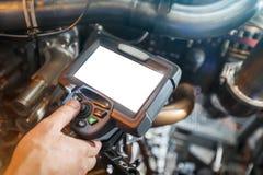 Inspectie van een motor die van de gasturbine een Videoendoscoop met behulp van Zoeken voor tekorten binnen de turbine en het sch royalty-vrije stock afbeelding