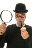 Inspector con la lupa fotografía de archivo libre de regalías