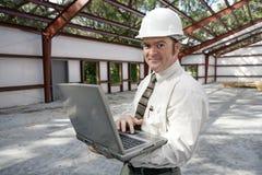 Inspector da construção em linha imagens de stock royalty free