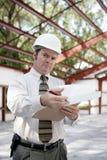 Inspector de la construcción - escepticismo imagenes de archivo