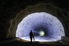 Inspektör i tunnelkonstruktionsplats arkivfoto