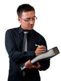 Inspektör med kontrollistan och dokument på vit Royaltyfria Bilder