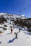 Inspektion kommen Ski Line Down Vertical um Stockbilder