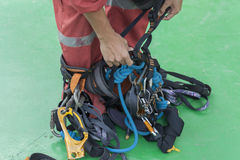 Inspektor tragen Seilzugangsanzug Lizenzfreie Stockfotos