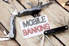 Inspiração conceptual do subtítulo do texto da escrita da mão que mostra a operação bancária móvel Conceito do negócio para o e-b foto de stock royalty free