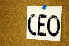 Inspiración conceptual del subtítulo del texto de la escritura de la mano que muestra al CEO Concepto del negocio para el líder d Fotografía de archivo libre de regalías