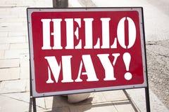 Inspiración conceptual del subtítulo del texto de la escritura de la mano que muestra el hola mayo Primavera Concepto del negocio Foto de archivo