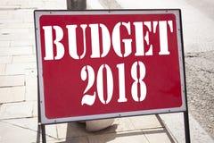 Inspiración conceptual del subtítulo del texto de la escritura de la mano que muestra el presupuesto 2018 Concepto del negocio pa Imagenes de archivo