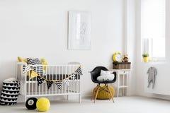 Inspiración escandinava para un cuarto del bebé Foto de archivo