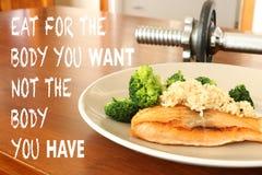 Inspiracyjna zdrowa łasowanie wycena na jedzenia i dumbbell backgrou zdjęcie royalty free