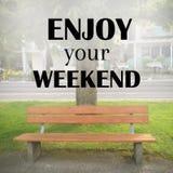 Inspiracyjny wycena ` Cieszy się twój weekendowy ` Zdjęcia Royalty Free