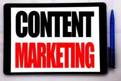 Inspiration conceptuelle de légende des textes d'écriture de main montrant le marketing satisfait Concept d'affaires pour le plan Photos stock