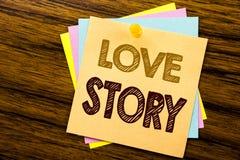Inspiration conceptuelle de légende des textes d'écriture de main montrant Love Story Concept d'affaires pour aimer quelqu'un coe Image libre de droits