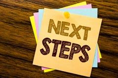 Inspiration conceptuelle de légende des textes d'écriture de main montrant de prochaines étapes Concept d'affaires pour futur Gol Photo stock