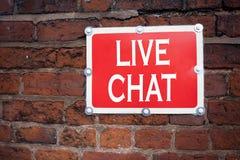 Inspiration för överskrift för handhandstiltext som visar den Live Chat begreppsbetydelsen som pratar begreppet för kommunikation Arkivbild