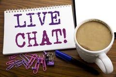 Inspiration för överskrift för handhandstiltext som visar Live Chat Affärsidé för kommunikationen Livechat som är skriftlig på an Royaltyfria Bilder