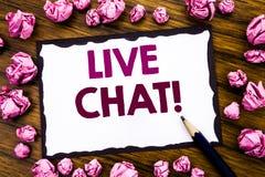 Inspiration för överskrift för handhandstiltext som visar Live Chat Affärsidé för kommunikationen Livechat som är skriftlig på kl Royaltyfria Bilder