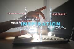Inspiration fasst Wolke auf dem virtuellen Schirm ab lizenzfreies stockbild