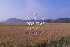 Inspiration och motivationen citerar på suddig risfältbackgroun royaltyfri bild