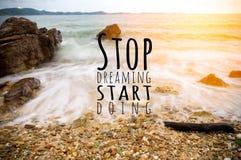 Inspirational citaat door onbekende bron over strand Stock Foto