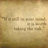 Inspirational citaat door Paulo Coelho op oude grungebackgrou Royalty-vrije Stock Foto's