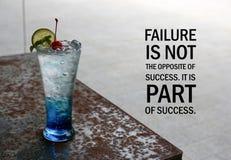 Inspirational positieve citaat` Mislukking is niet het tegengestelde van succes Het maakt deel uit van succes ` op Italiaanse sod Stock Fotografie