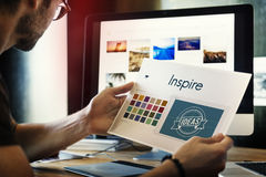 Inspireer is Creatief Ontwerp Logo Concept Stock Afbeelding