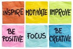 Inspireer, motiveer, verbeter nota's Stock Afbeeldingen