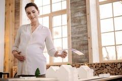 Inspirerad gravid märkes- skapande modell Fotografering för Bildbyråer
